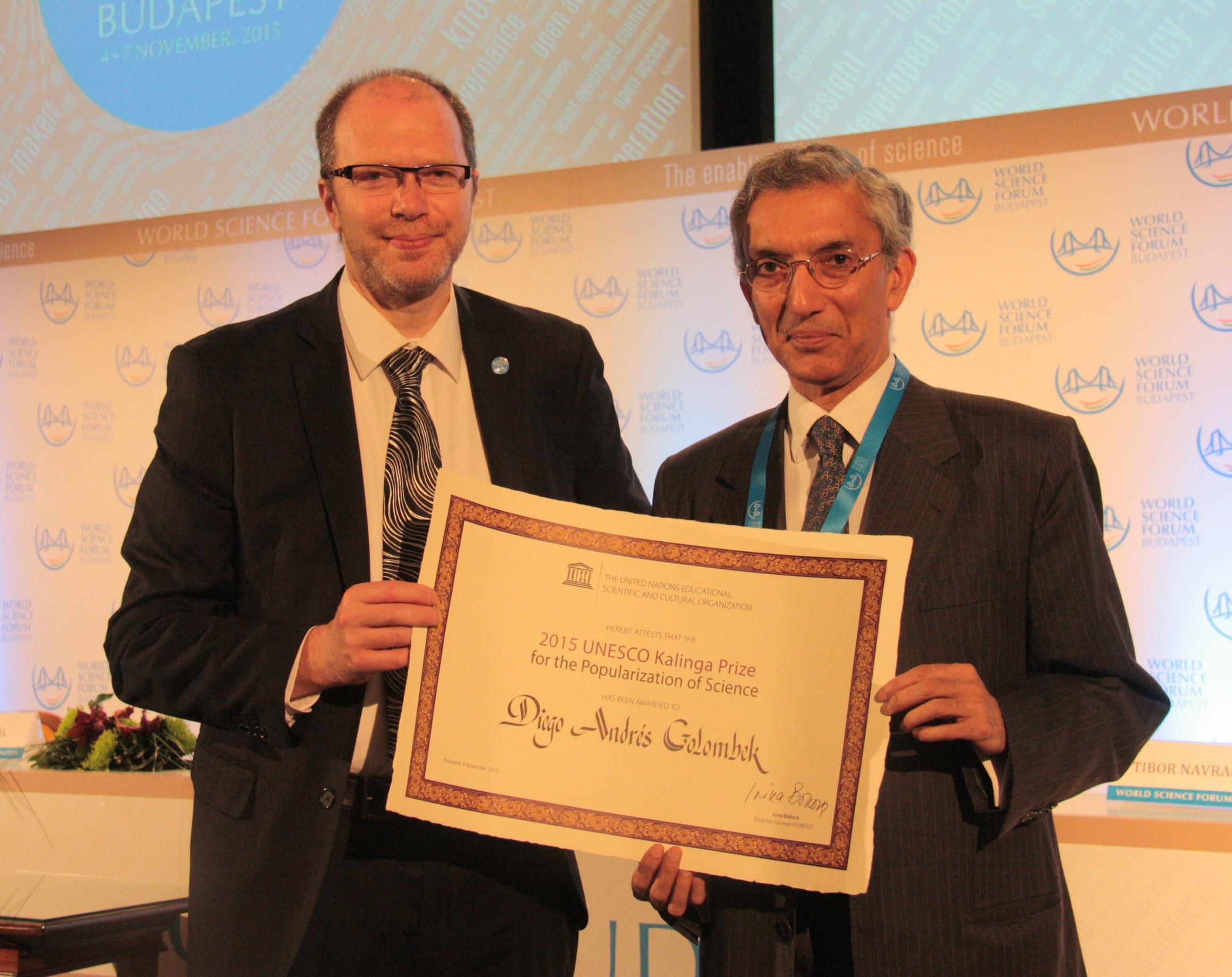Golombek con el Embajador de India