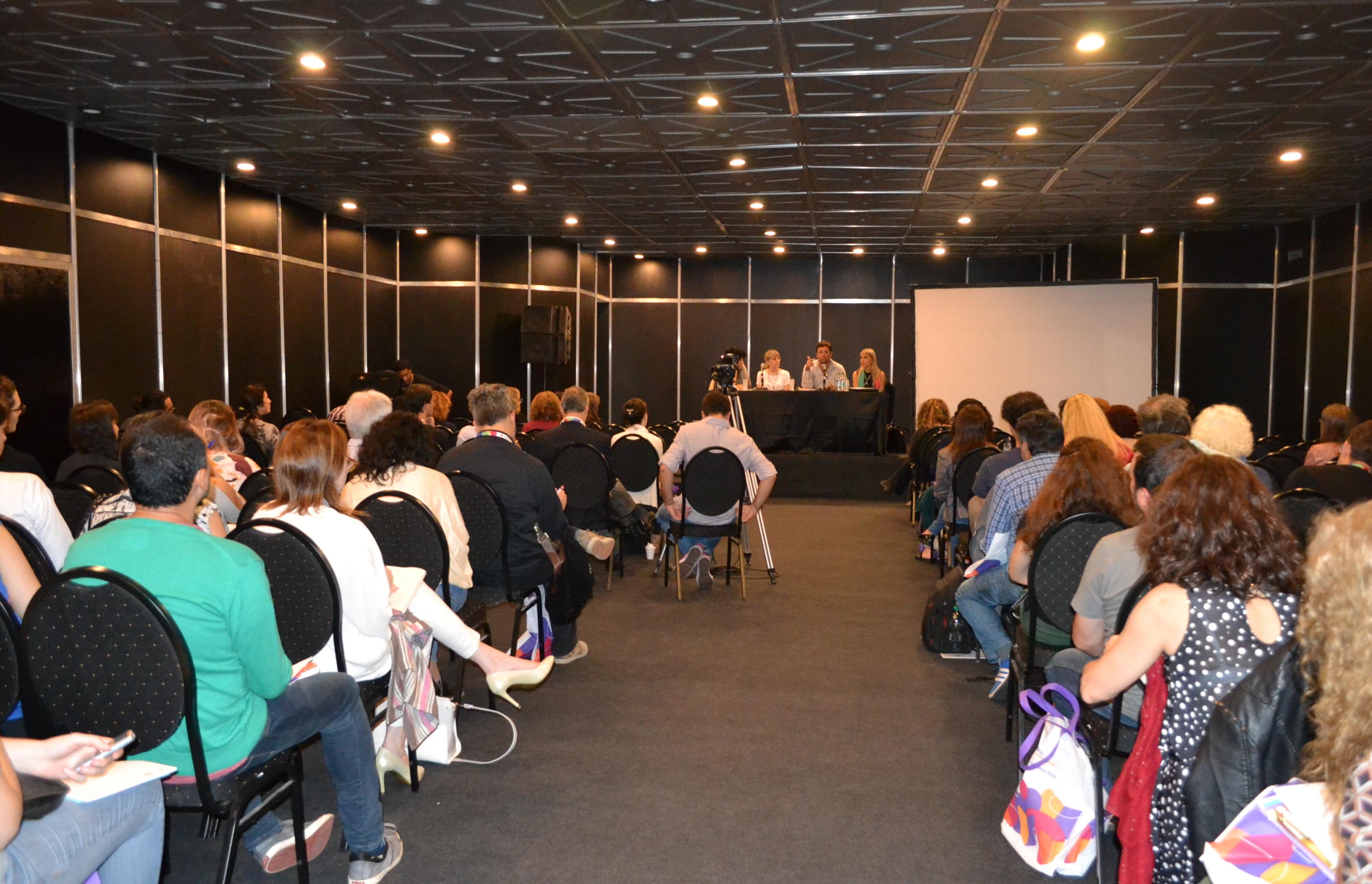 Público en la Sala Julio Cortázar