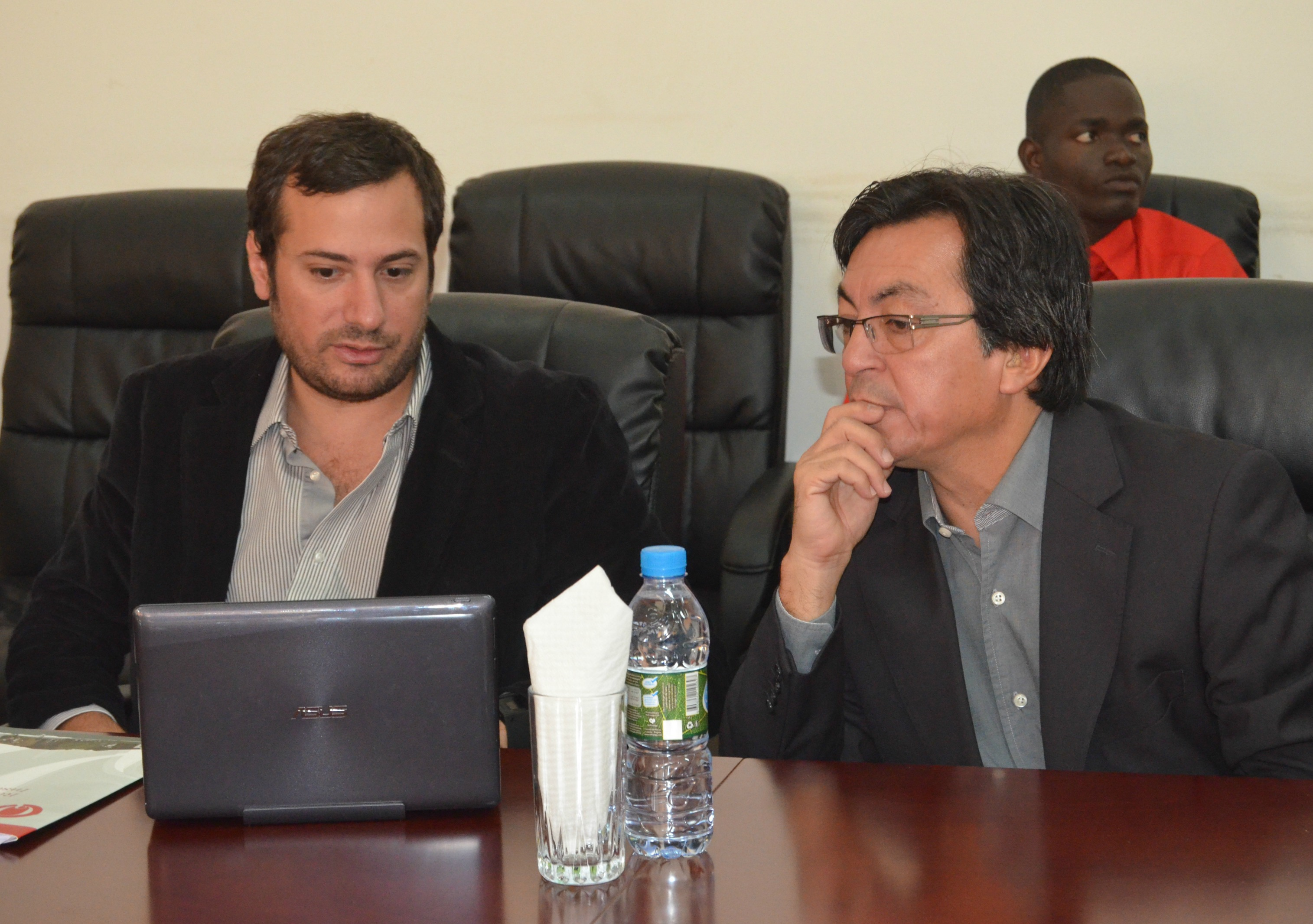 Esteban Amodio y Rafael Centeno en la Universidad Lueji A'Nkonde