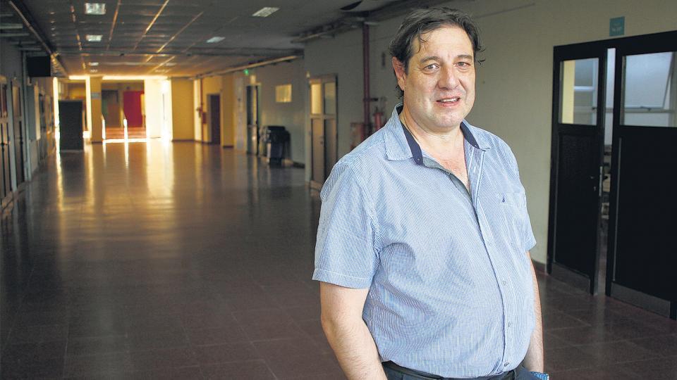 Guillermo Mastrini http://www.unq.edu.ar/catalogo/415-la-concentraci%C3%B3n-infocomunicacional-en-am%C3%A9rica-latina-2000-2015.php